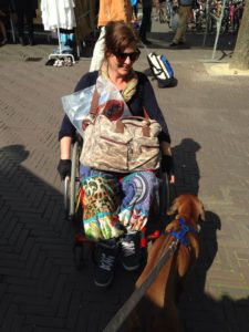 Sandy krijnen ziek MS in een rolstoel leefstijl overwonnen